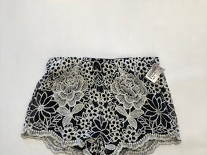 Womens Shorts Medium-7DF100E6-0FEB-4448-A6DE-20F5F0BC4214.jpeg