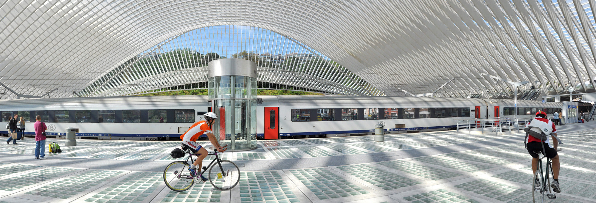 Guillemins railway station by bike - Limited Edition up to 60 cm x 175 cm
