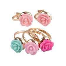 Great Pretenders Boutique Rose Rings and Clip-on Earring Set