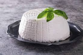 Fresh Cow's Ricotta of 1 kg - Ricotta di mucca Available from Thusrday 8th of April