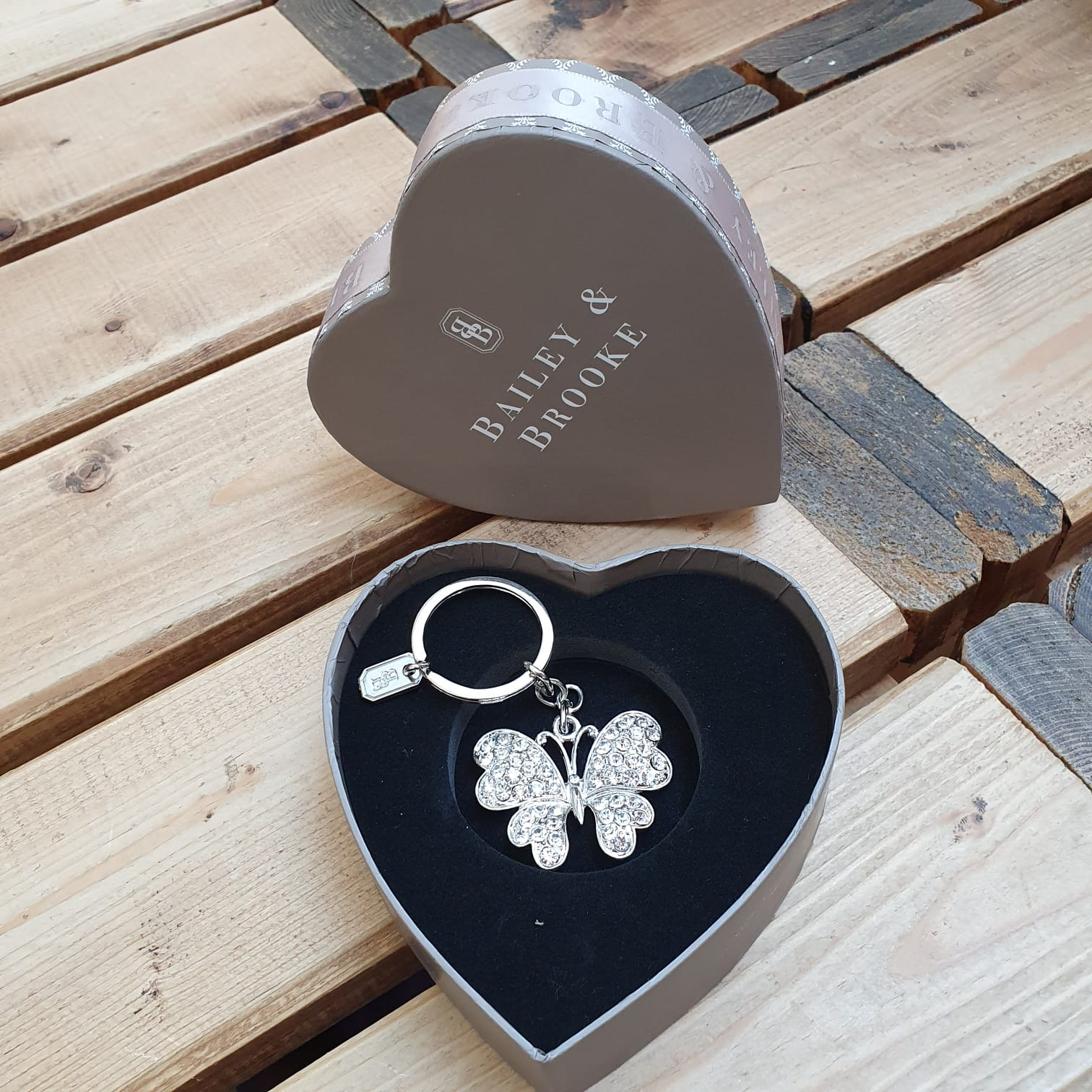 Sparkle Butterfly Keyring by the lovely brand Bailey & Brooke.   Add some sparkle to your keys with a Luxury hanging keyring. Beautifully presented in a Bailey & Brooke gift box. It will make a wonderful gift.
