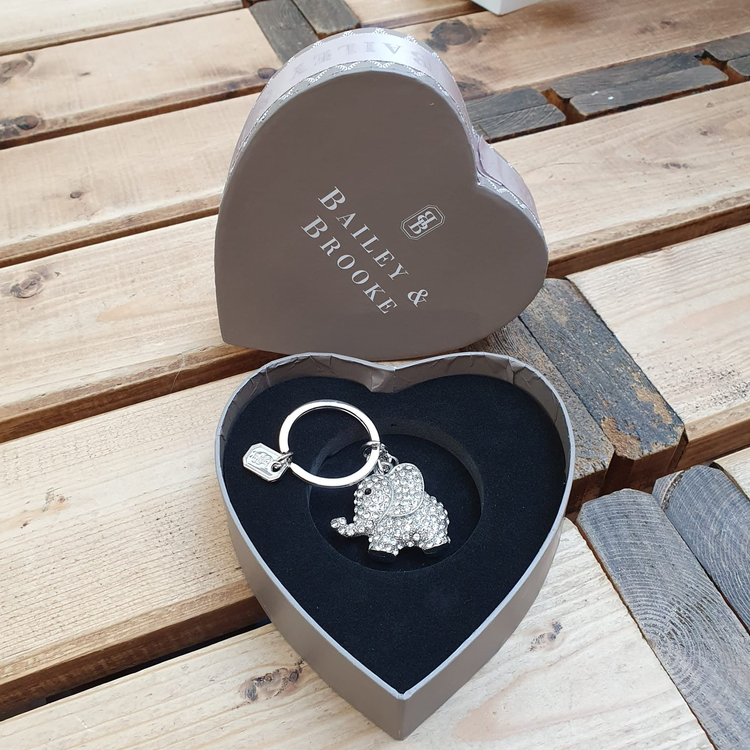 Sparkling elephant Keyring by the lovely brand Bailey & Brooke.   Add some sparkle to your keys with a Luxury hanging keyring.  Beautifully presented in a Bailey & Brooke gift box. It will make a wonderful gift.