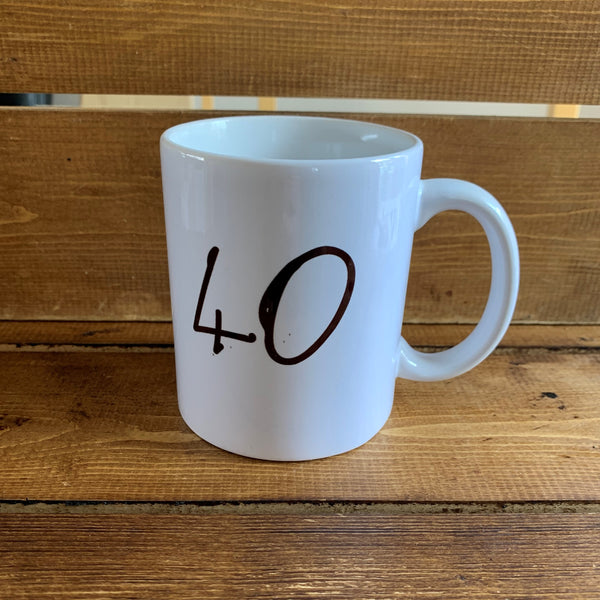 Monochrome Mug with '40' on one side and a hilarious Scottish slang poem on the reverse which reads:  'A hear yer 40, av a peach o a plan, lets hit toon and go oot on the ran'