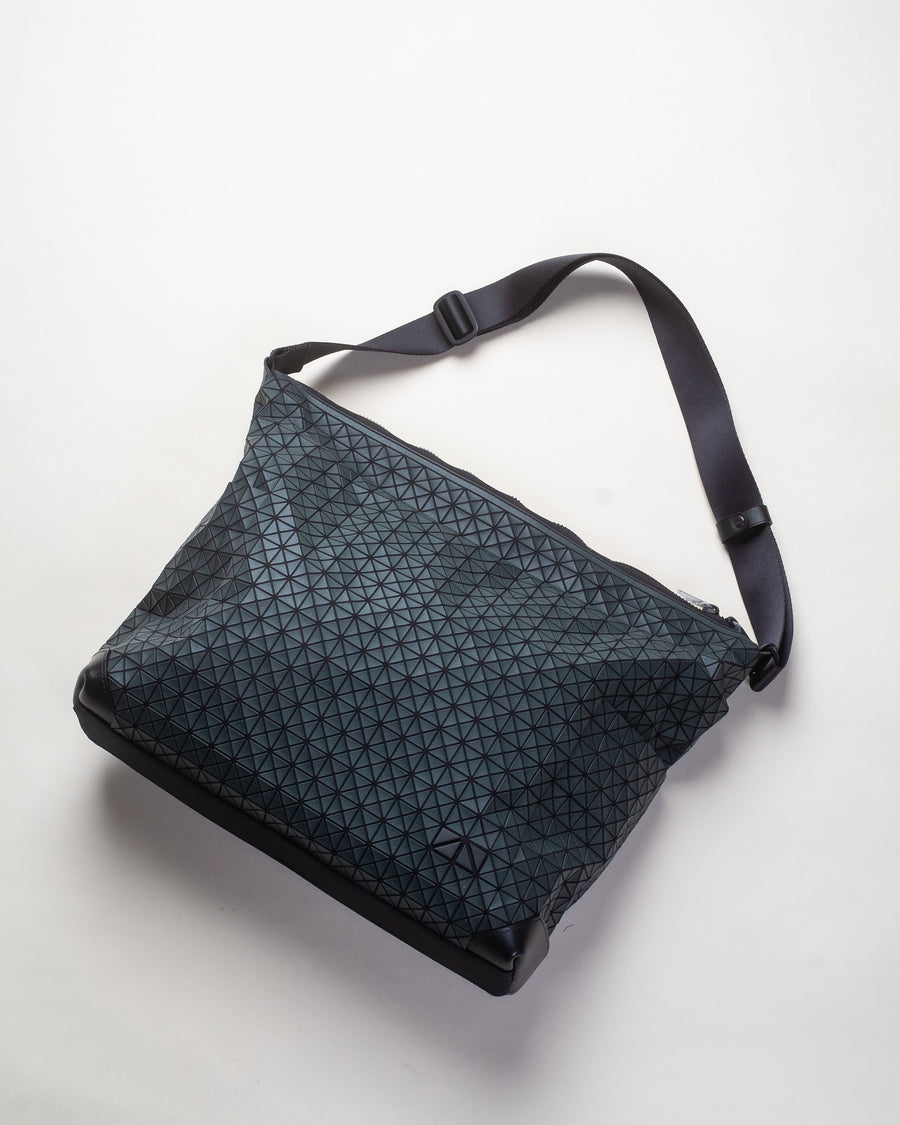 kuro curve shoulder bag
