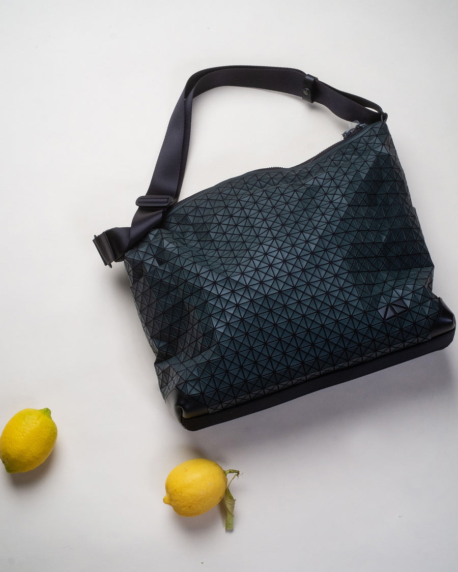 curve shoulder bag