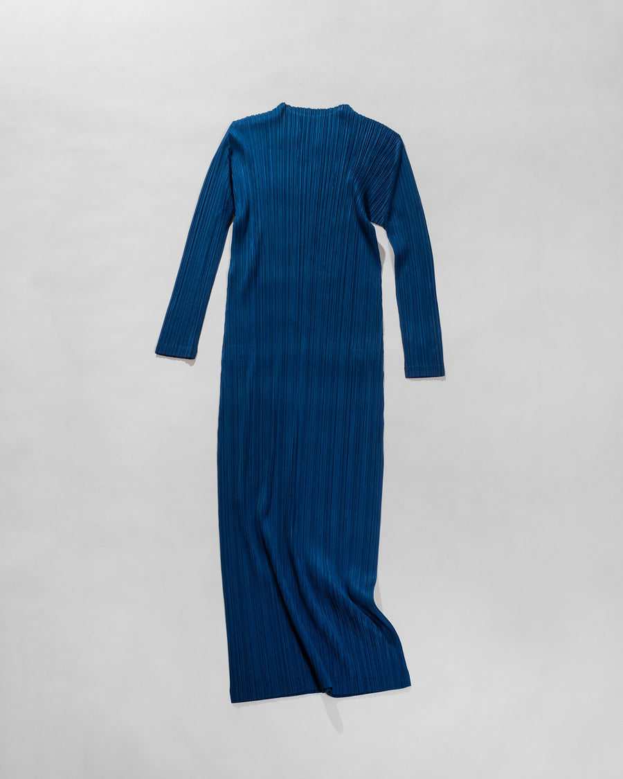 long sleeved pleated dress