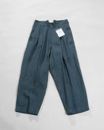 two tuck thin pants