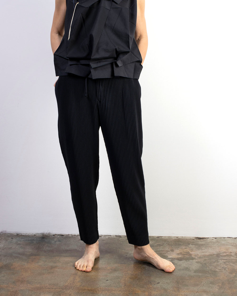 pleated tapered trousers