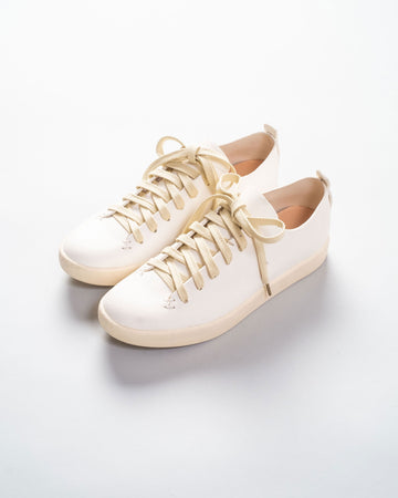 low latex court sneaker