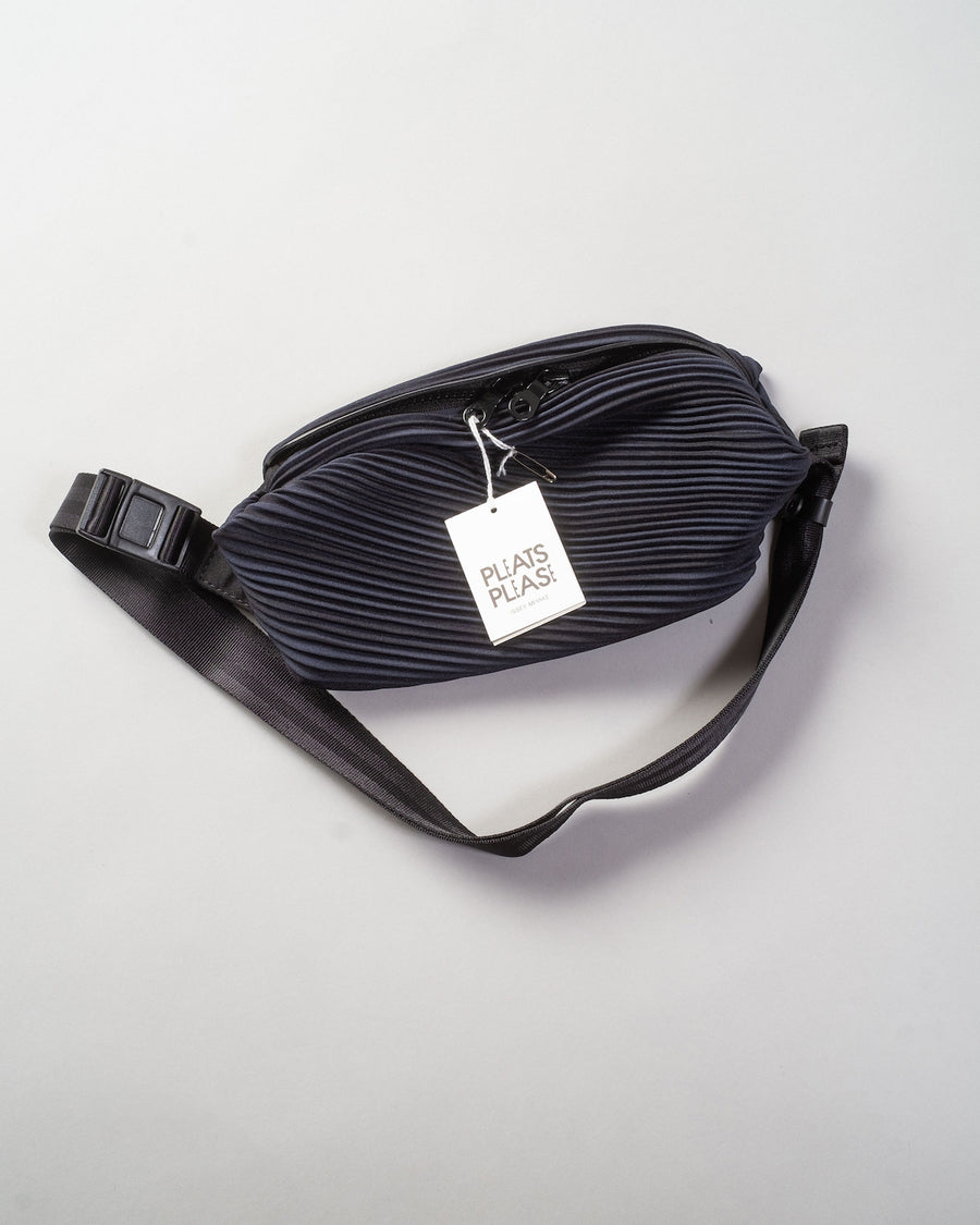 bias pleats belt bag