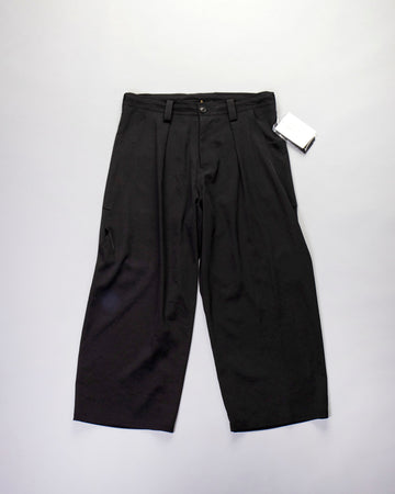 exaggerated pocket pants