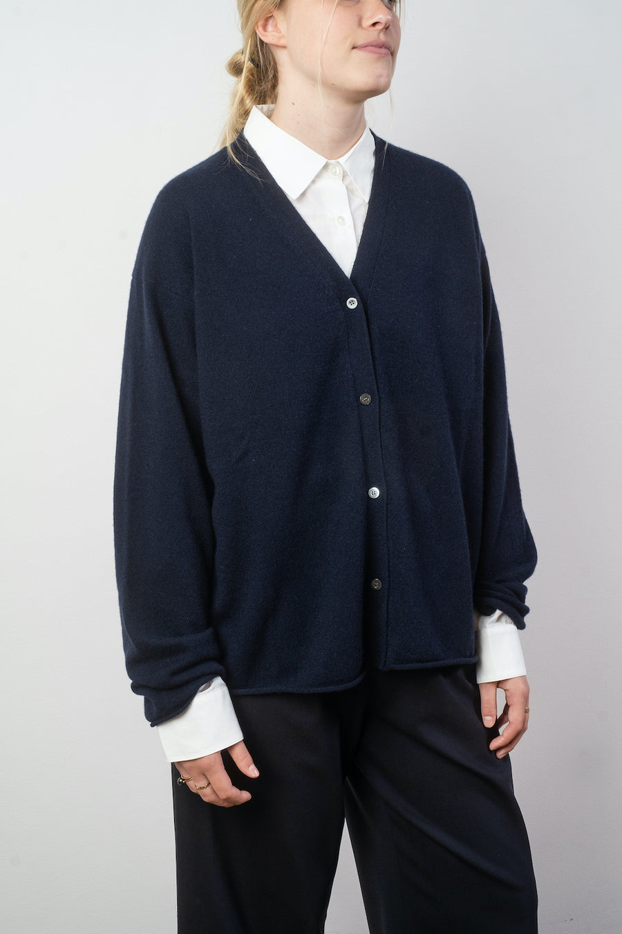 sofie d'hoore maika cashmere cardigan in night noodle stories
