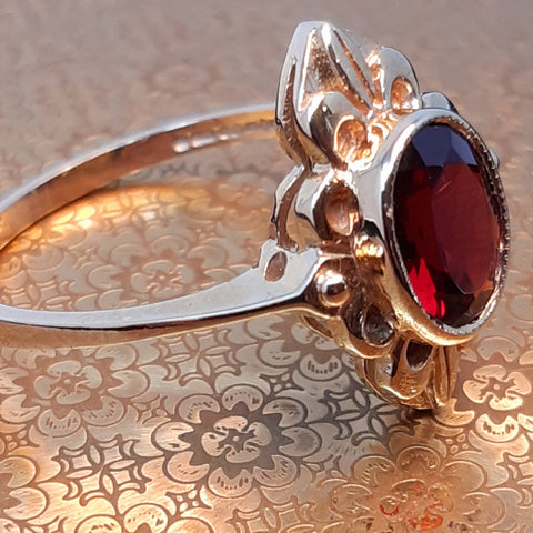 Fancy 9ct Gold & Garnet Ring