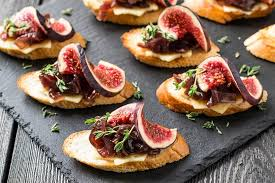 Crostini with fresh goat cheese, figs and balsamic