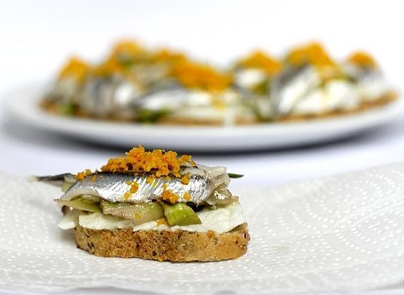 Crostini with marinated anchovies, mozzarella and puntarelle