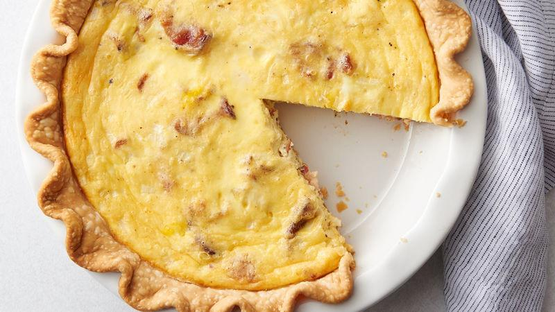 Small quiches with smoked bacon and dried tomatoes