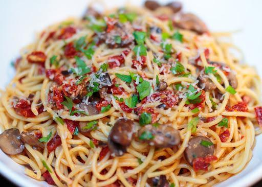 Spaghetti alla Mediterranea (Serving 4 people)