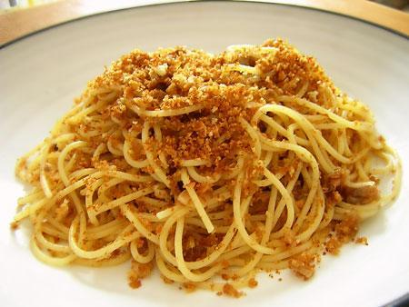 "SPAGHETTI WITH ANCHOVIES & BREADCRUMBS (""Anciova e Muddica"")"