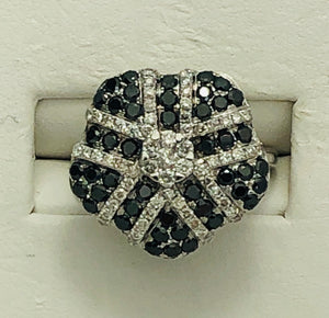 18Kt. White Gold Black and White diamond fashion Ring