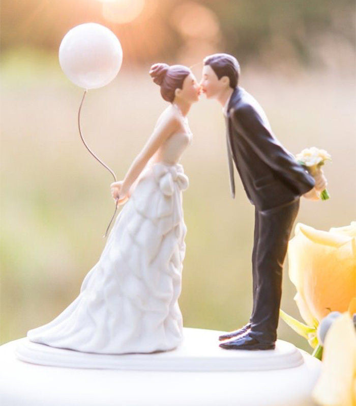 "Why Wedding Cakes Are ""Expensive"""