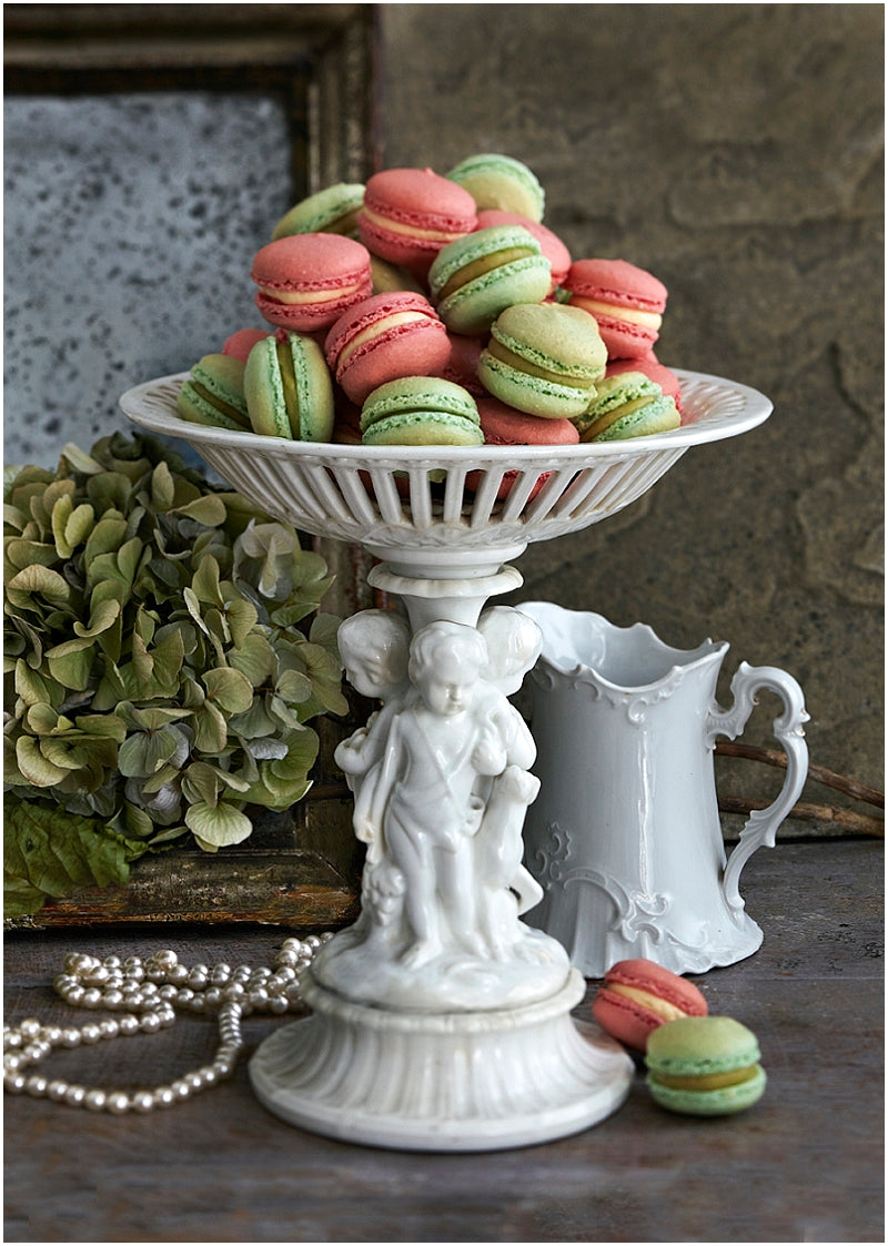 macarons-macaroons-london-uk-wedding-favours-magazine-raspberry-green-tea-matcha