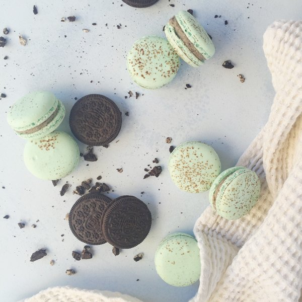 Oreo Cookies & Cream macarons