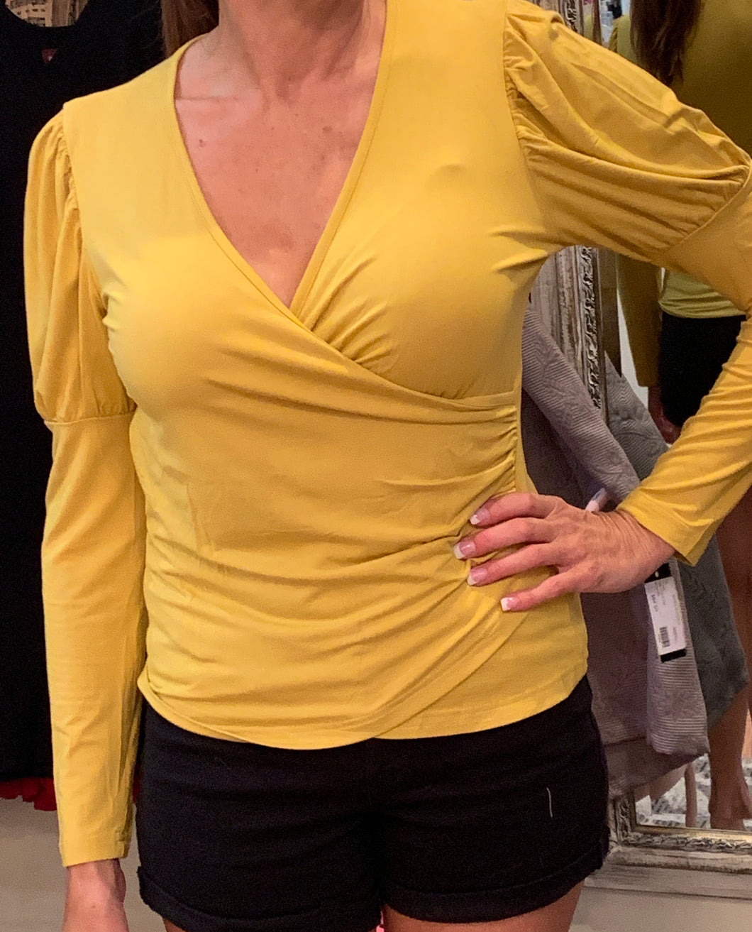 V-neck puffy sleeve top