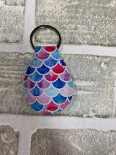 Load image into Gallery viewer, Quarter holder keychain blanks