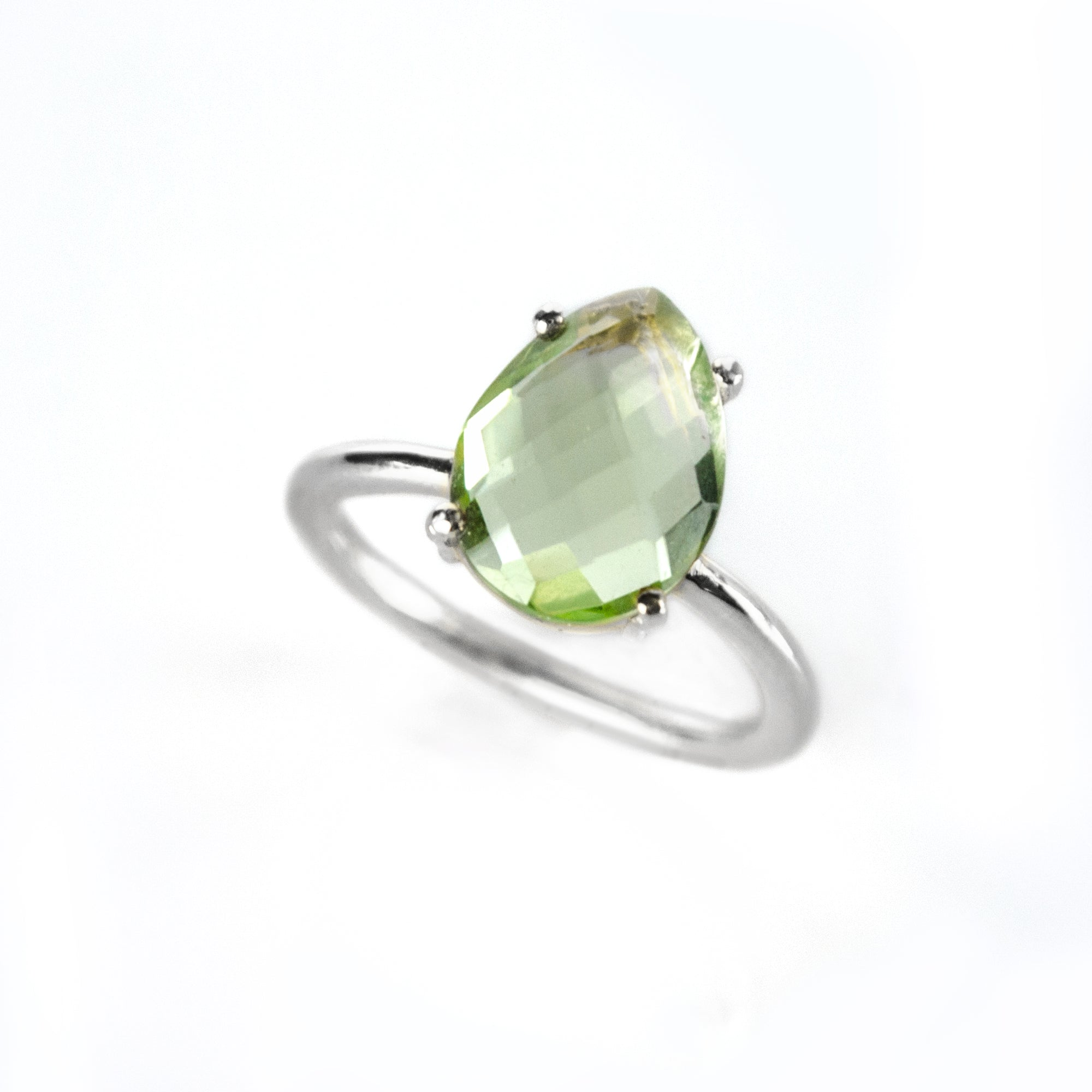 DV Jewels Lovely Ring with a Drop Shaped Labradorite Gemstone
