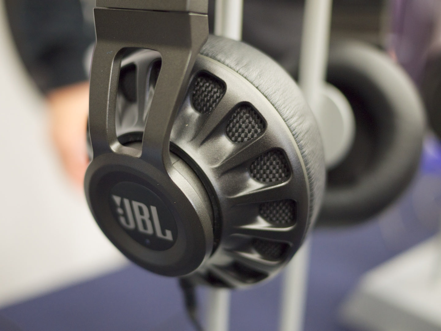 JBL Synchros Close Up
