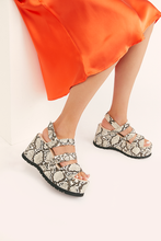 Load image into Gallery viewer, Free People CHELSEA PLATFORM SANDAL