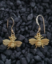 Load image into Gallery viewer, Gold Bee Earring