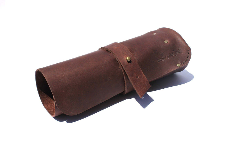 Major John Genuine Leather Picnic Roll-up lifestyle Major John chocolate with blue napkin