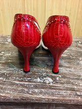 Load image into Gallery viewer, Vintage J. Renee Heels (7.5)