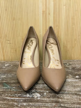 Load image into Gallery viewer, Sam Edelman Leather Pumps (8.5)