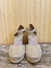 Load image into Gallery viewer, Vintage Espadrille Wedges (8.5)