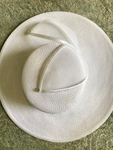 Load image into Gallery viewer, Wide Brimmed Straw Hat