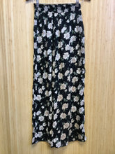 Load image into Gallery viewer, Vintage Studio J. Wide Leg Floral Pants (XS)