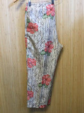 Load image into Gallery viewer, Requirements Tropical Print Ankle Pant (L)