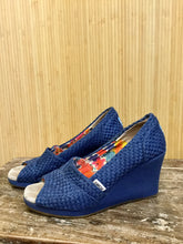 Load image into Gallery viewer, Toms Woven Peep Toe Wedges (8)