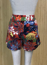 Load image into Gallery viewer, Ann Taylor LOFT Shorts (L)