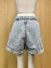 Load image into Gallery viewer, Zena Acid Wash Denim Shorts (M)