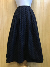 Load image into Gallery viewer, Neiman Marcus Pleated Midi Skirt (XS)
