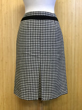 Load image into Gallery viewer, Abbie Mags Houndstooth Skirt (S)