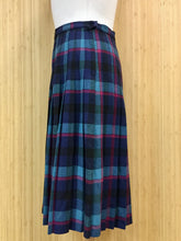 Load image into Gallery viewer, Tan Jay Plaid Wool Blend Skirt (M)