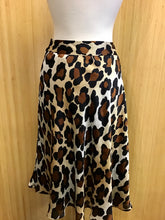 Load image into Gallery viewer, Jones Wear Leopard Print Skirt (L)
