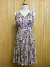 Load image into Gallery viewer, Plenty Dresses Pleated Floral Dress (XS)