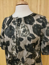 Load image into Gallery viewer, Talbots Floral Top (M)