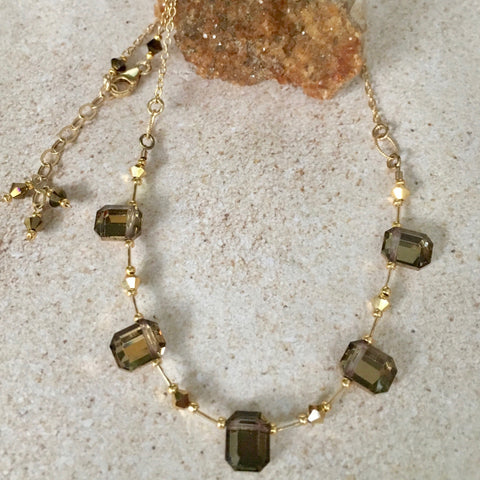 Gorgeous Vintage Emerald-Cut Crystal Necklace — M — Gold