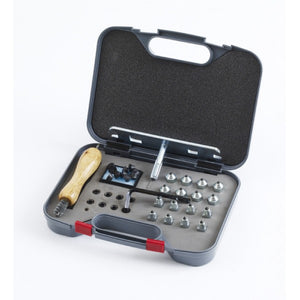 Equiessentials Stud Kit with Plastic Case